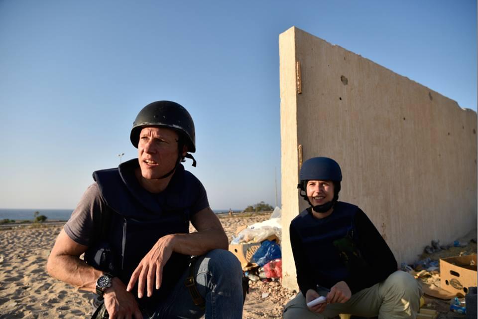 جيروين اوريلمينس رفقة زملائه أثناء تغطية الحرب ضد داعش في سرت